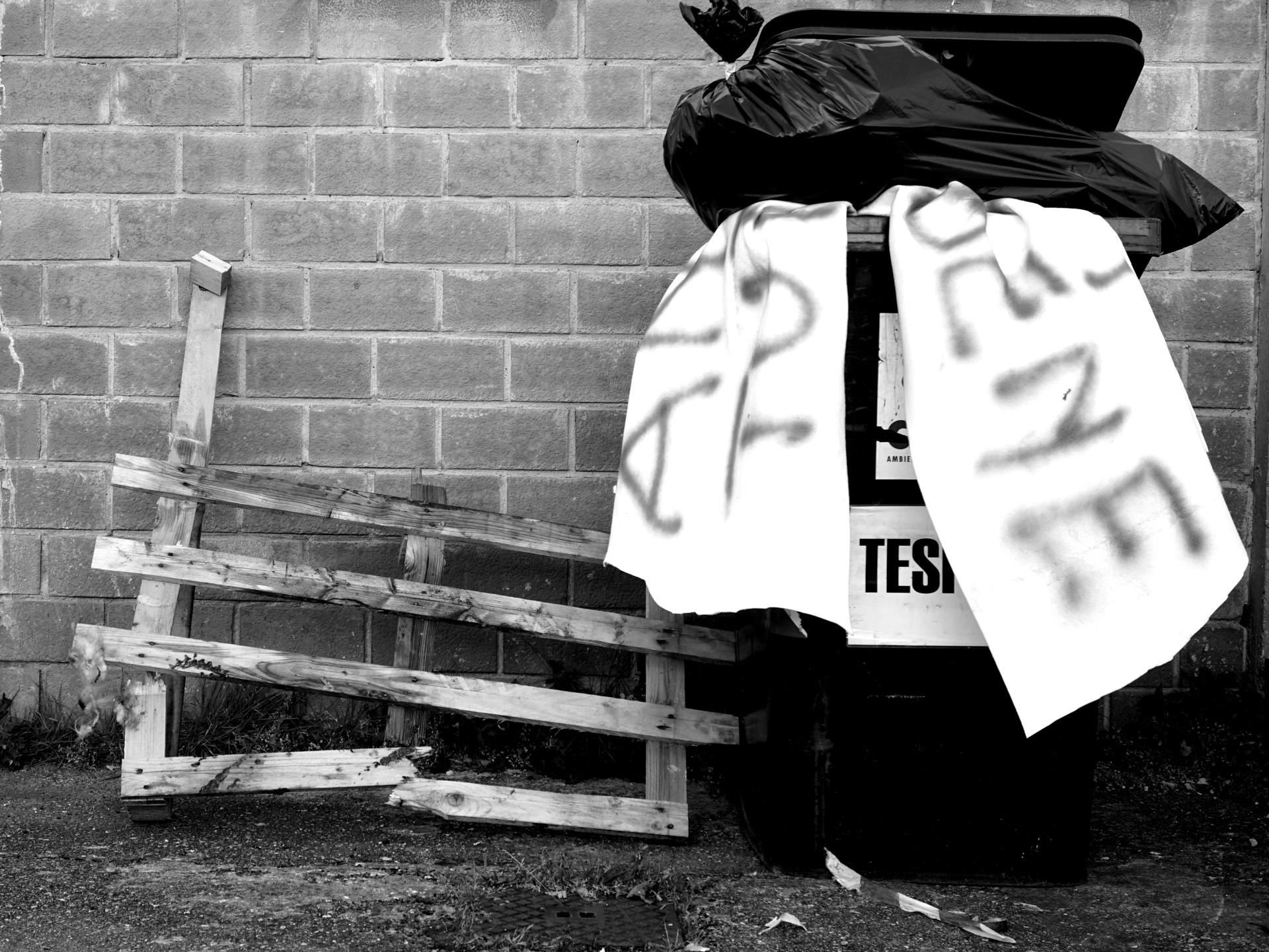Foto n° 14 SESTA– CENTRO SPERIMENTALECINZIA BARBIERI  Molte delle fotografie che vediamo stasera sono fatte apposta per la tematica da osservare. Questa in particolare e, nella sua semplicità, esprime molto, due periodi ben distinti del nostro vivere il