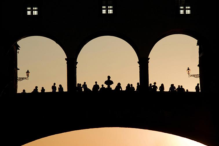 TERZA ClassA Foto n° 33 – IMAGO CLUB RICCARDO MAGNINI Una fotografia si fa apprezzare anche per la precisione delle componenti che vi figurano, l'inquadratura, la cromia e, non ultimo, il luogo cui si riferisce l'immagine. Per quel che ci riguarda stasera