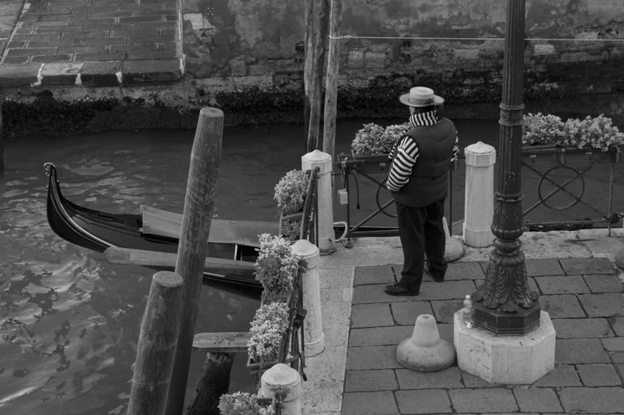 Uno sguardo oltre la gondola - Venezia, VE