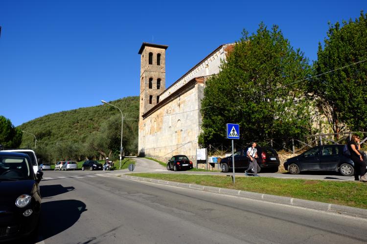 Da Pietrasanta a Monte Magno per la via Francigena Valdicastello La Pieve dei Santi Giovanni e Felicita