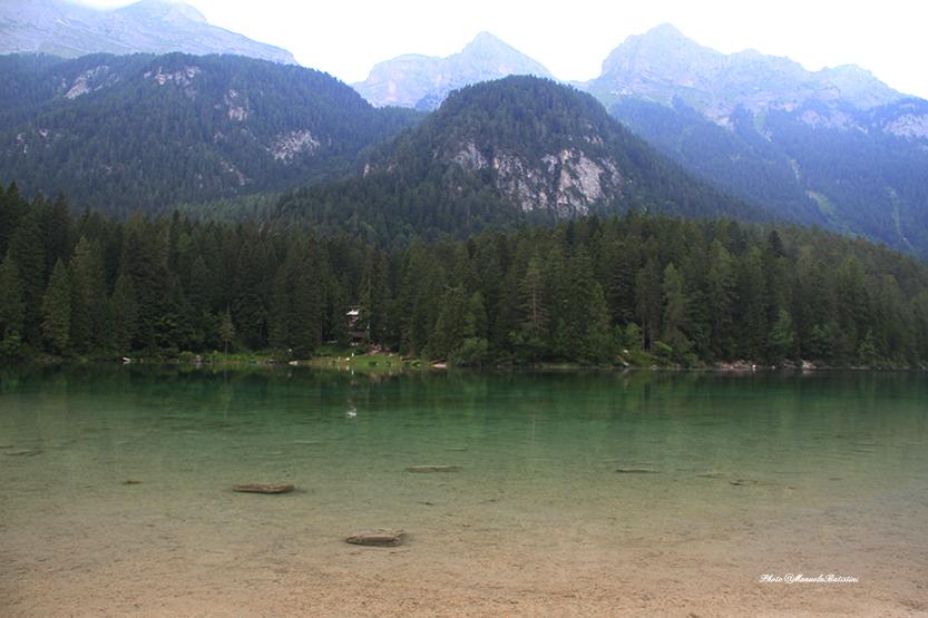 Dolomiti del Brenta fanno da cornice al lago di Tovel